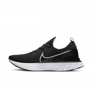 Nike Epic Pro React Flyknit-Schuhe